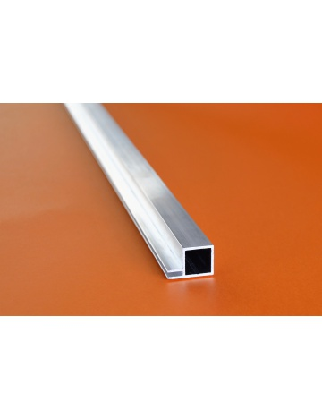 Hliníkový čtvercový jekl se 2 křidélky, 20x20x1,5mm